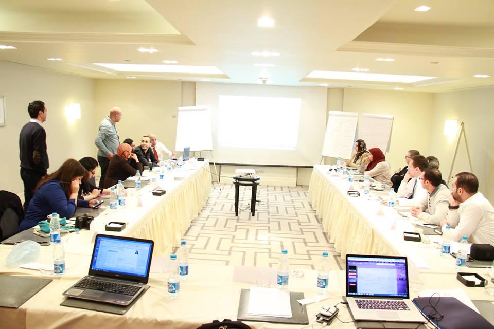 خبراء ونشطاء مدنيون ليبيون يلتقون لدراسة السيناريوهات المحتملة للخروج من الأزمة